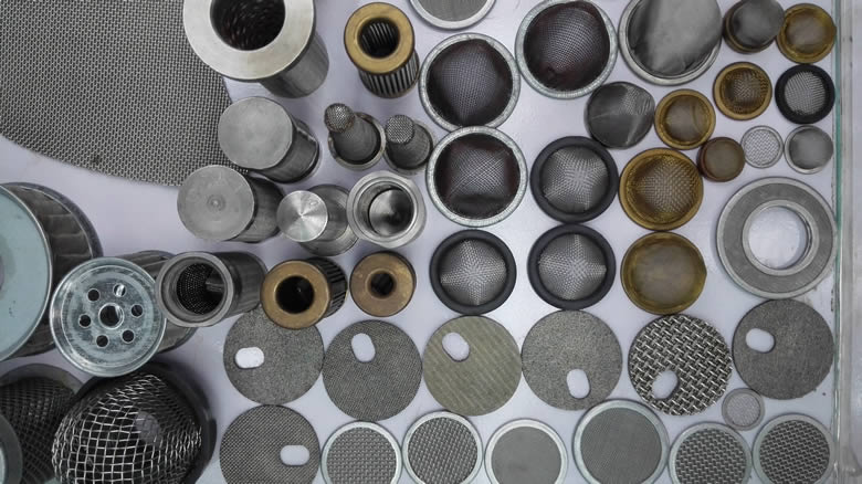 Many different types of wire mesh filters: filter disc, cylinder filter, pleated filter, are made of stainless steel or carbon steel.
