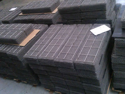 Many pieces of rectangular shape mist eliminator are in workshop.